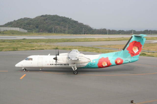 プルシアンブルーさんが、大島空港で撮影したエアーニッポンネットワーク DHC-8-314Q Dash 8の航空フォト(飛行機 写真・画像)
