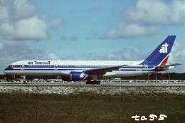 tassさんが、フォートローダーデール・ハリウッド国際空港で撮影したエア・トランザット 757-28Aの航空フォト(飛行機 写真・画像)