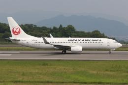 ぽんさんが、高松空港で撮影した日本航空 737-846の航空フォト(飛行機 写真・画像)