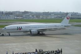 MOR1(新アカウント)さんが、福岡空港で撮影した日本航空 777-246の航空フォト(飛行機 写真・画像)