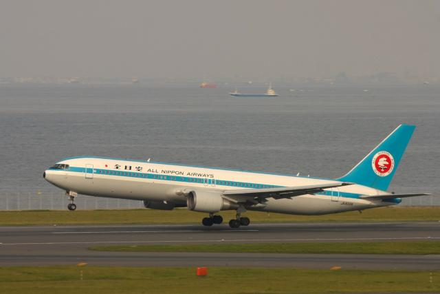 inyoさんが、羽田空港で撮影した全日空 767-381の航空フォト(飛行機 写真・画像)