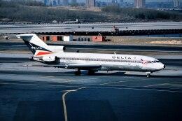 パール大山さんが、ラガーディア空港で撮影したデルタ航空 727-232/Advの航空フォト(飛行機 写真・画像)