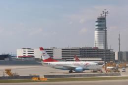 inyoさんが、ウィーン国際空港で撮影したオーストリア航空 737-6Z9の航空フォト(飛行機 写真・画像)