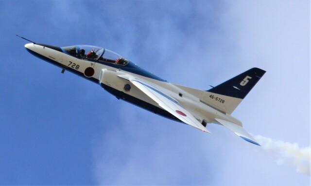 こびとさんさんが、小松空港で撮影した航空自衛隊 T-4の航空フォト(飛行機 写真・画像)