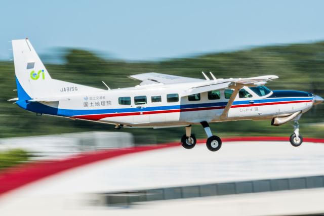 NCT310さんが、調布飛行場で撮影した国土交通省 国土地理院 208B Grand Caravanの航空フォト(飛行機 写真・画像)