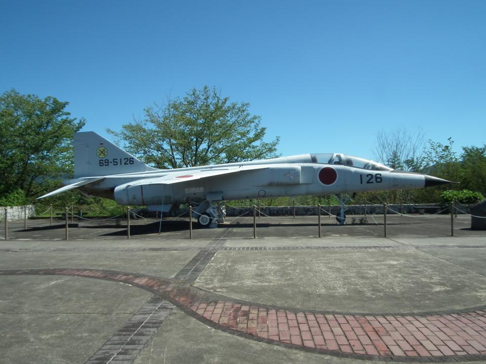 ヒコーキグモさんの航空自衛隊 Mitsubishi T-2 (69-5126) 航空フォト