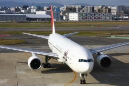 Hiro-hiroさんが、福岡空港で撮影した日本航空 777-246の航空フォト(飛行機 写真・画像)