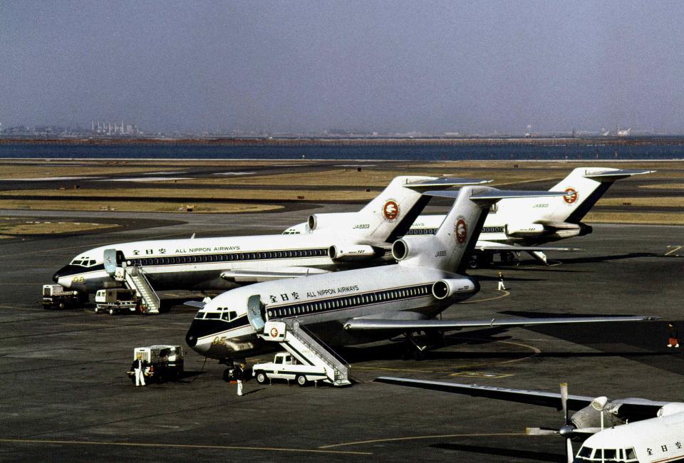Y.Todaさんの全日空 Boeing 727-100 (JA8305) 航空フォト