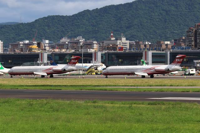 HLeeさんが、台北松山空港で撮影した遠東航空 MD-83 (DC-9-83)の航空フォト(飛行機 写真・画像)