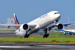 まいけるさんが、羽田空港で撮影したフィリピン航空 777-3F6/ERの航空フォト(飛行機 写真・画像)