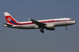 TIA spotterさんが、ロンドン・ガトウィック空港で撮影したエア・マルタ A320-214の航空フォト(飛行機 写真・画像)