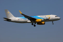 TIA spotterさんが、ロンドン・ガトウィック空港で撮影したブエリング航空 A320-232の航空フォト(飛行機 写真・画像)