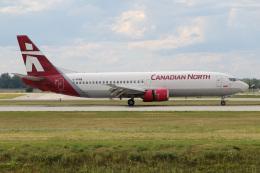 JETBIRDさんが、モントリオール・ピエール・エリオット・トルドー国際空港で撮影したカナディアン・ノース 737-406の航空フォト(飛行機 写真・画像)