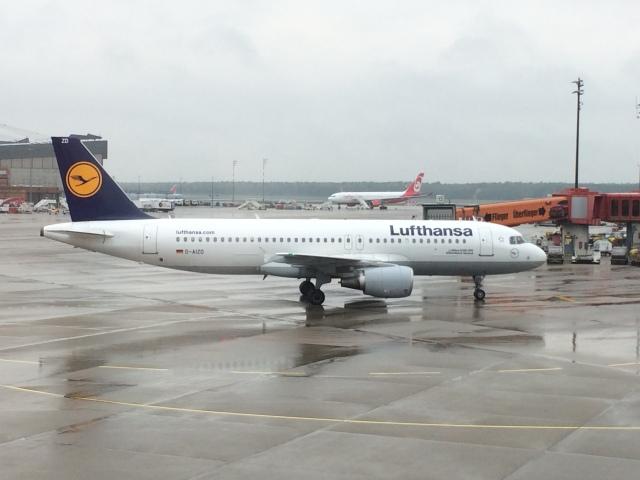 thomasYVRさんが、ベルリン・テーゲル空港で撮影したルフトハンザドイツ航空 A320-214の航空フォト(飛行機 写真・画像)