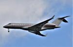 鉄バスさんが、成田国際空港で撮影したビスタジェット BD-700-1A10 Global 6000の航空フォト(飛行機 写真・画像)