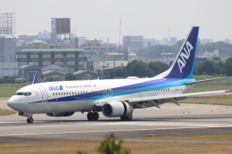O.TAKUMAさんが、伊丹空港で撮影した全日空 737-881の航空フォト(飛行機 写真・画像)