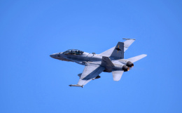 Aurora56さんが、厚木飛行場で撮影したアメリカ海兵隊 F/A-18A Hornetの航空フォト(飛行機 写真・画像)