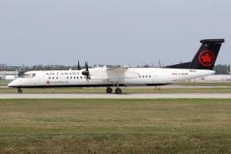 JETBIRDさんが、モントリオール・ピエール・エリオット・トルドー国際空港で撮影したジャズ・エア DHC-8-402Q Dash 8の航空フォト(飛行機 写真・画像)