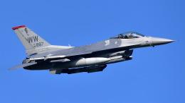 ららぞうさんが、千歳基地で撮影したアメリカ空軍 F-16CM-50-CF Fighting Falconの航空フォト(飛行機 写真・画像)