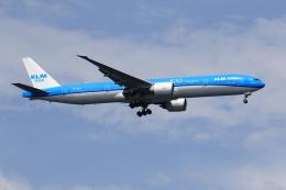 ★azusa★さんが、シンガポール・チャンギ国際空港で撮影したKLMオランダ航空 777-306/ERの航空フォト(飛行機 写真・画像)