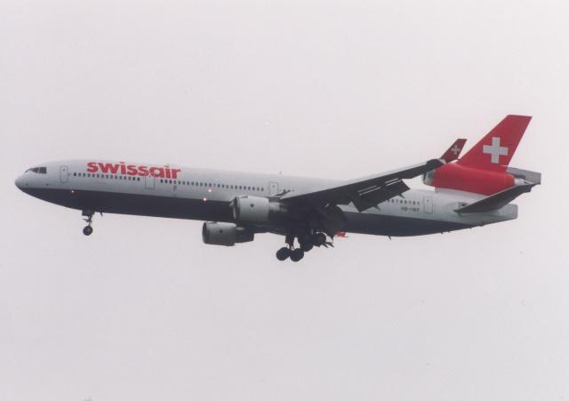 プルシアンブルーさんが、成田国際空港で撮影したスイス航空 MD-11の航空フォト(飛行機 写真・画像)