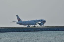 うめたろうさんが、那覇空港で撮影した日本航空 777-246/ERの航空フォト(飛行機 写真・画像)