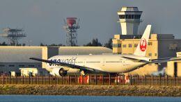 うめたろうさんが、那覇空港で撮影した日本航空 777-346の航空フォト(飛行機 写真・画像)