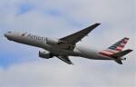 鉄バスさんが、成田国際空港で撮影したアメリカン航空 777-223/ERの航空フォト(飛行機 写真・画像)