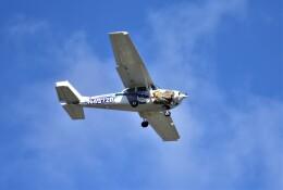 RyuRyu1212さんが、横田基地で撮影したヨコタ・アエロ・クラブ 172H Skyhawkの航空フォト(飛行機 写真・画像)
