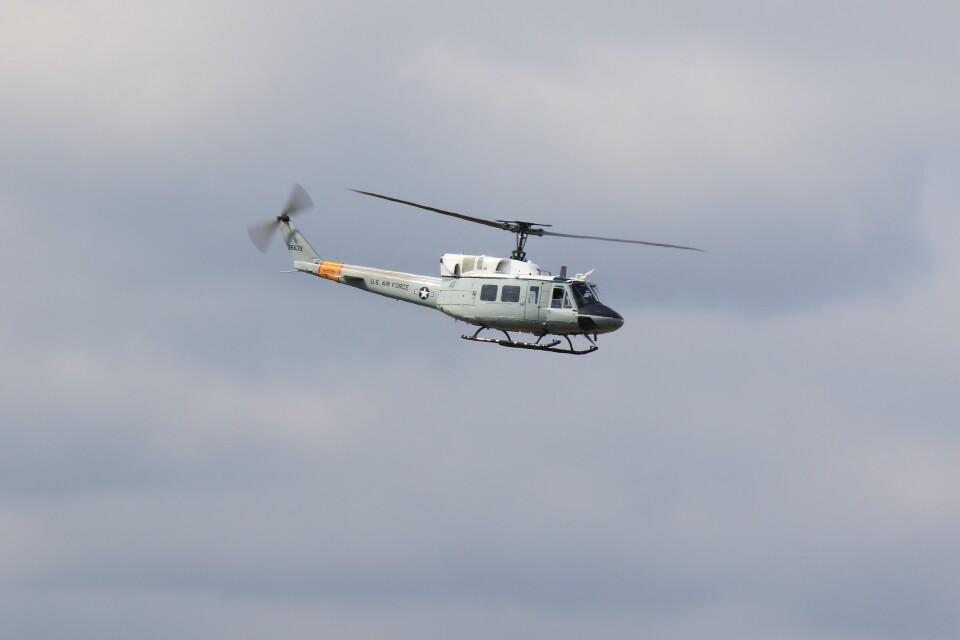 メンチカツさんのアメリカ空軍 Bell UH-1 Iroquois / Huey (69-6639) 航空フォト