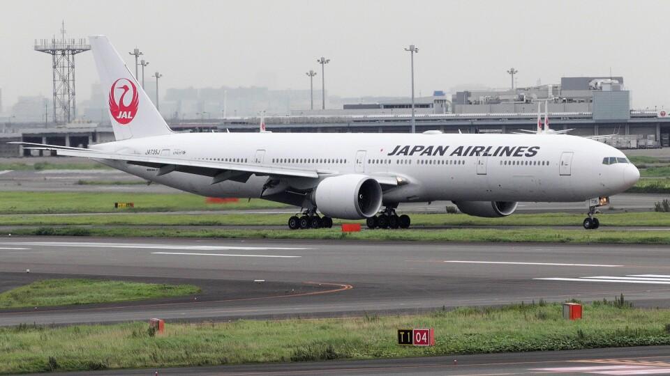 mich_stoneさんの日本航空 Boeing 777-300 (JA735J) 航空フォト