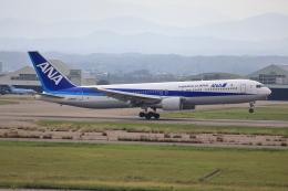 TAKAHIDEさんが、小松空港で撮影した全日空 767-381の航空フォト(飛行機 写真・画像)