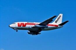 パール大山さんが、ロサンゼルス国際空港で撮影したウェスタン航空 737-247の航空フォト(飛行機 写真・画像)