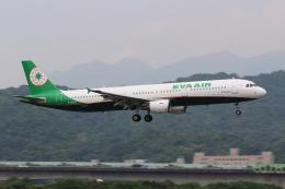 HLeeさんが、台北松山空港で撮影したエバー航空 A321-211の航空フォト(飛行機 写真・画像)