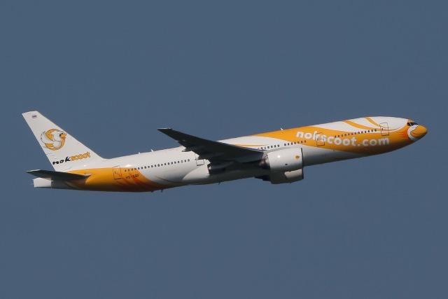 じゃがさんが、成田国際空港で撮影したノックスクート 777-212/ERの航空フォト(飛行機 写真・画像)