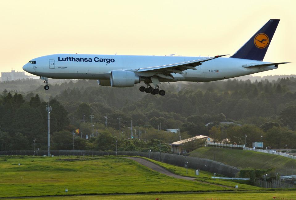 mojioさんのルフトハンザ・カーゴ Boeing 777-200 (D-ALFE) 航空フォト