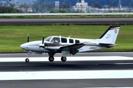 くれないさんが、高松空港で撮影した岡山航空 G58 Baronの航空フォト(飛行機 写真・画像)