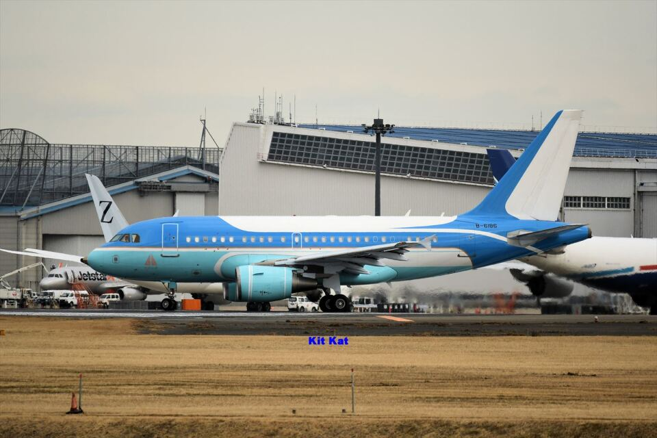 キットカットさんの中国企業所有 Airbus A318 (B-6186) 航空フォト