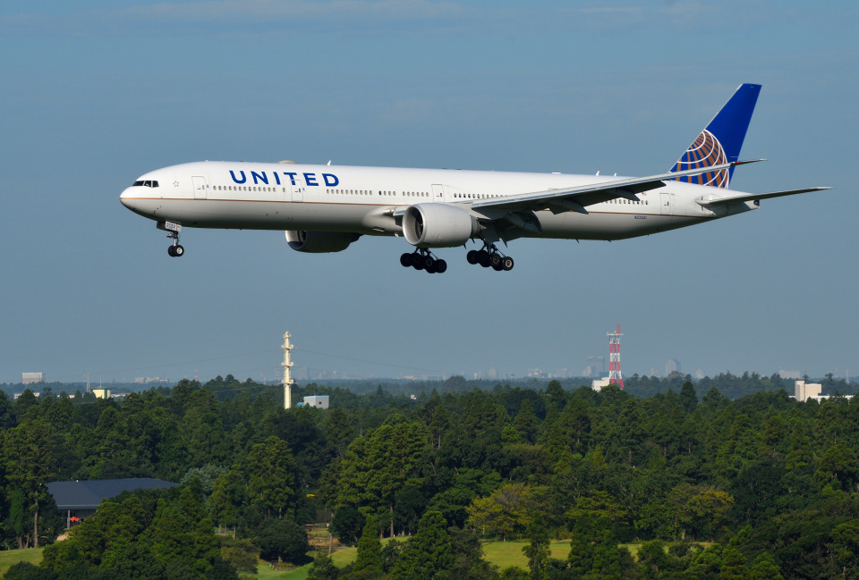 mojioさんのユナイテッド航空 Boeing 777-300 (N2332U) 航空フォト