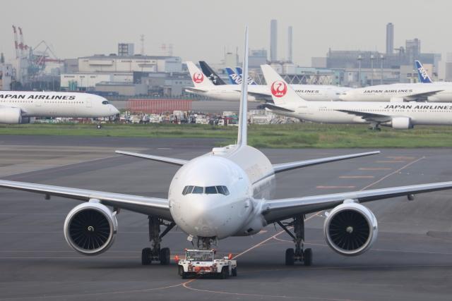 サリーちゃんのパパさんが、羽田空港で撮影した日本航空 777-246/ERの航空フォト(飛行機 写真・画像)