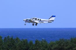 kazutoさんが、鳥取空港で撮影した学校法人ヒラタ学園 航空事業本部 G58 Baronの航空フォト(飛行機 写真・画像)