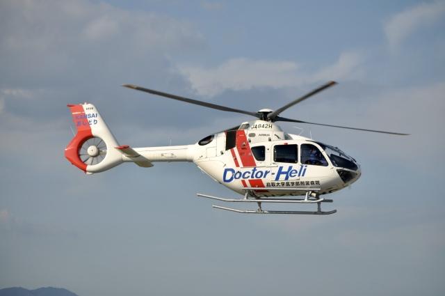 スキマ特急さんが、米子空港で撮影した学校法人ヒラタ学園 航空事業本部 EC135P3の航空フォト(飛行機 写真・画像)