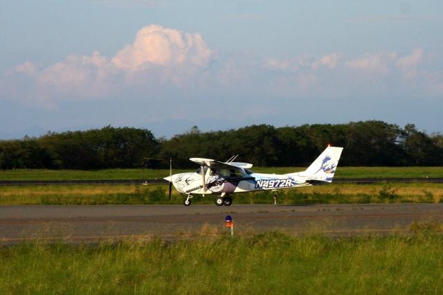 Hiro-hiroさんが、新潟空港で撮影したヨコタ・アエロ・クラブ 172H Skyhawkの航空フォト(飛行機 写真・画像)
