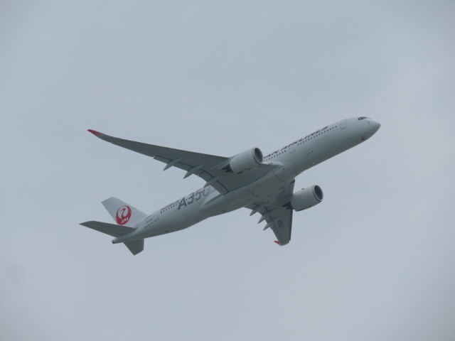 Tradel View FUKUROさんが、那覇空港で撮影した日本航空 A350-941の航空フォト(飛行機 写真・画像)