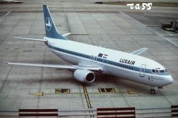 tassさんが、ロンドン・ヒースロー空港で撮影したルクスエア 737-4C9の航空フォト(飛行機 写真・画像)