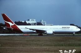 tassさんが、成田国際空港で撮影したカンタス航空 767-338/ERの航空フォト(飛行機 写真・画像)