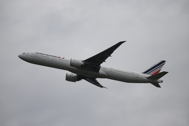 m_aereo_iさんが、成田国際空港で撮影したエールフランス航空 777-328/ERの航空フォト(飛行機 写真・画像)