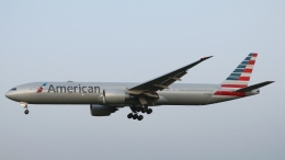 raichanさんが、成田国際空港で撮影したアメリカン航空 777-323/ERの航空フォト(飛行機 写真・画像)