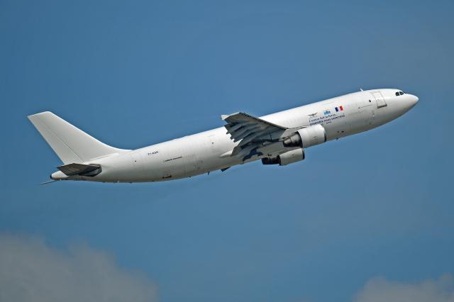 Souma2005さんが、香港国際空港で撮影したサンマリノ・エグゼクティブ・アビエーション A300B4-622R(F)の航空フォト(飛行機 写真・画像)