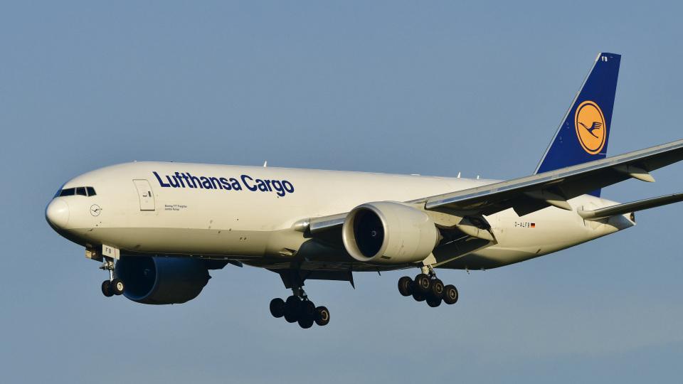 パンダさんのルフトハンザ・カーゴ Boeing 777-200 (D-ALFB) 航空フォト